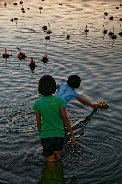 As darkness falls, thousands of <i>krathong</i> are launched on waters throughout the entire country.
