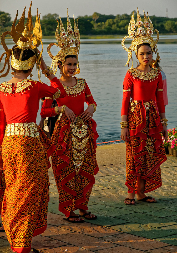 Parade participants from Sisaket who will also dance on stage in the evening
