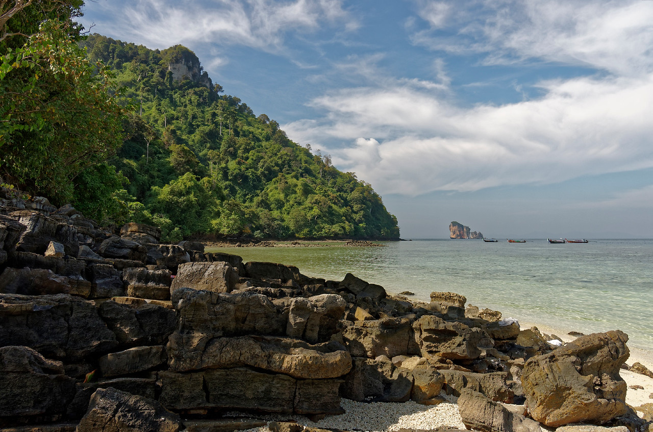 In the background, the island of Ko Hua Kwan, seen from Mor island