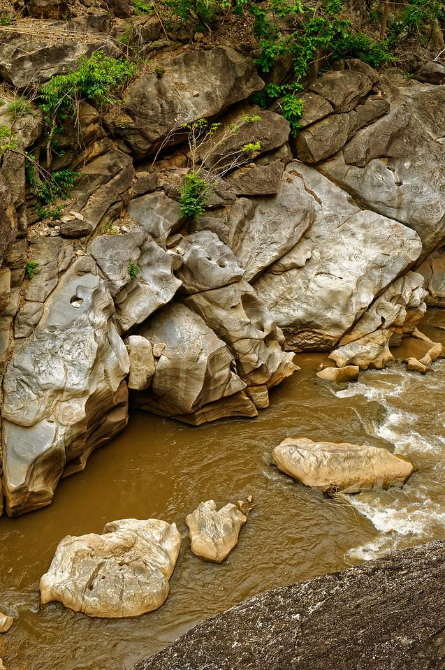 Metamorphic rocks, Ob Luang park