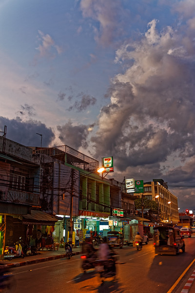 Dusk settles over Moon Muang Road and an outlet of the ubiquitous 7-Eleven chain