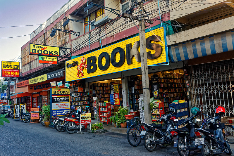 For reasons unknown to me, Gecko Books, already several years old when this photo was taken, has since changed its name to 'Gekko Books.'