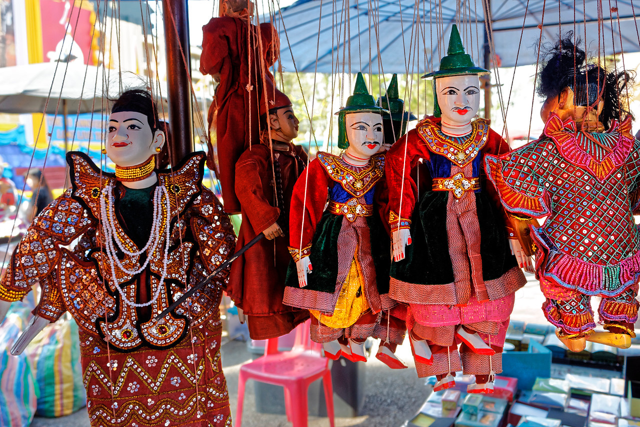 Marionettes for sale near Thapae Gate