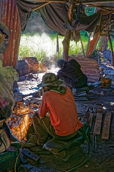 More metalworkers at Baan Nong Yai