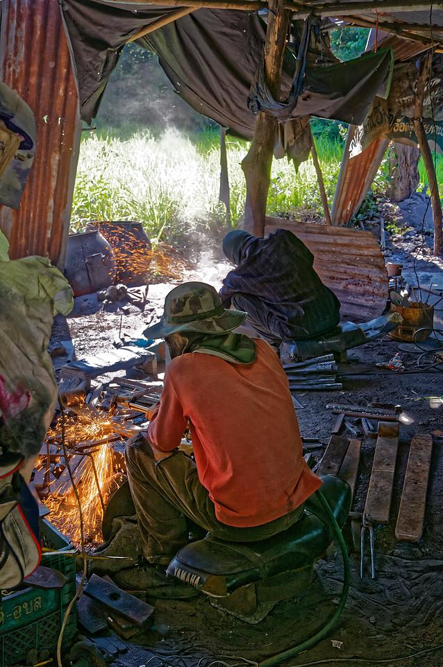 More metalworkers at Baan Nong Yai