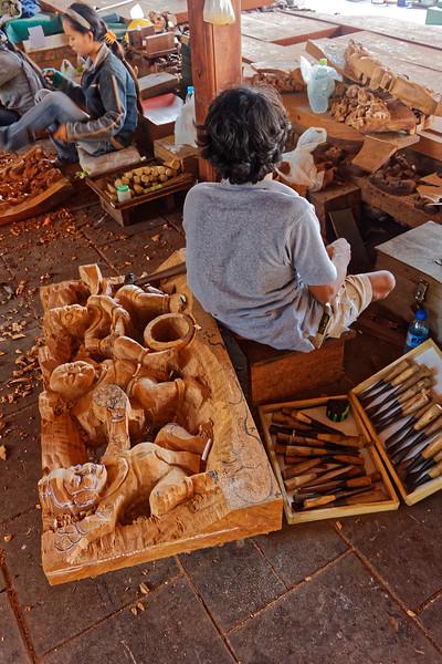 Wood carvers, Prasat Sutja Tum, Pattaya