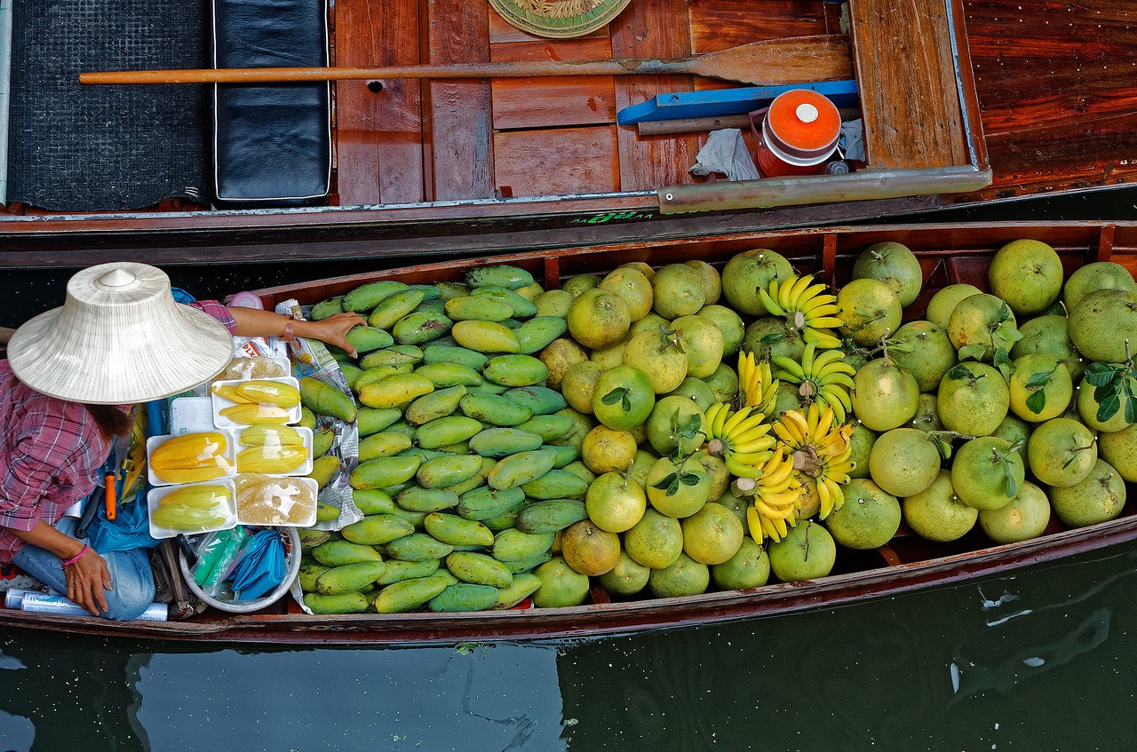 Mangoes, pomelo, bananas