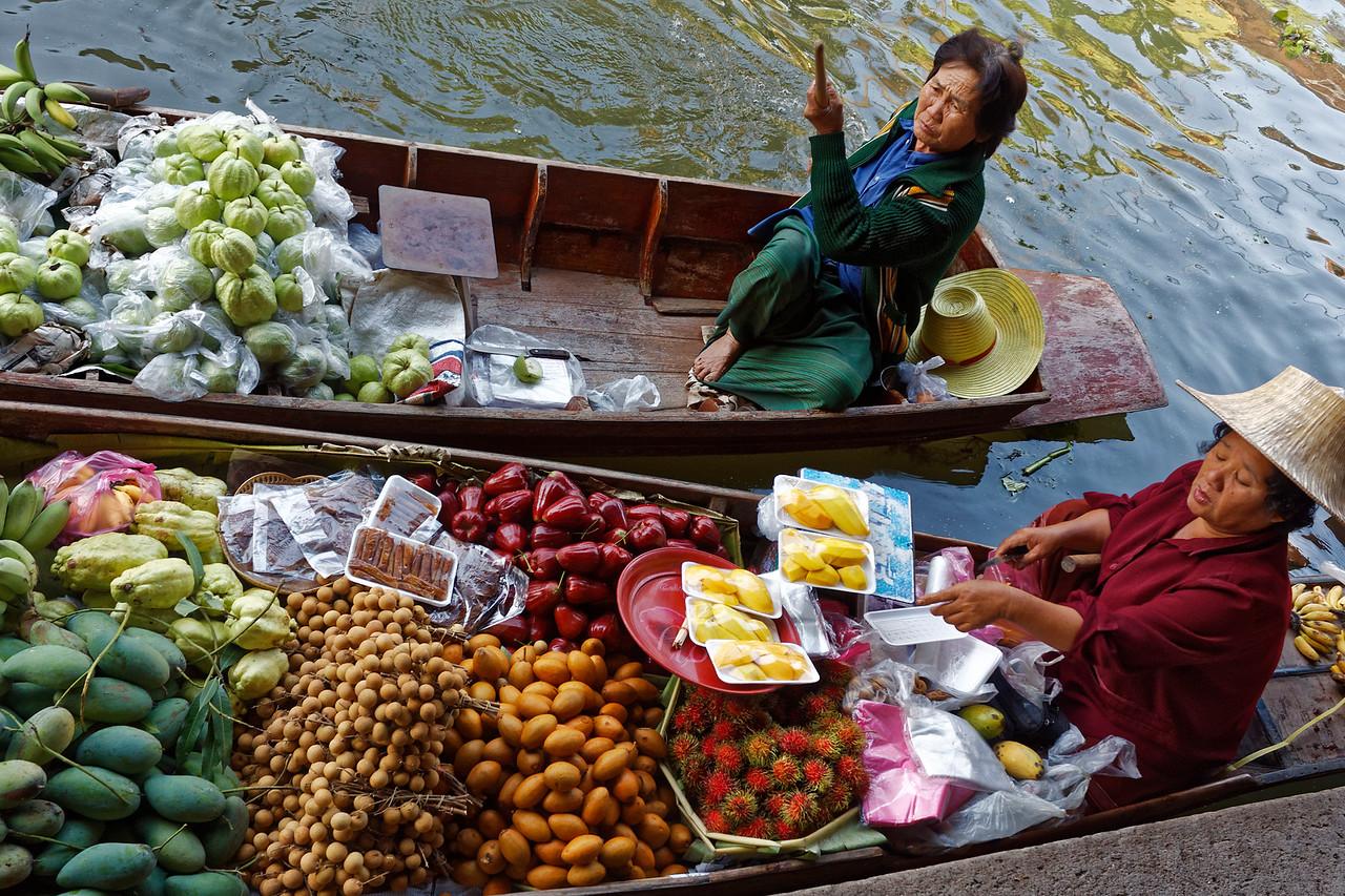 Thai guava, mangoes, longan, rose apples, sapodilla, dragon fruit, bananas
