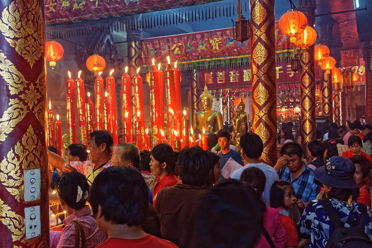 A crush of worshippers on Chinese New Year's Day at Wat Phanan Choeng, Ayutthaya, a temple with historical ties to China and one much favored by Thais of Chinese descent