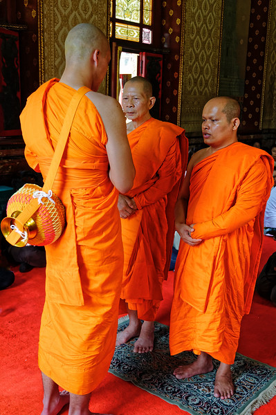 A young aspirant in his ordination ceremony, Wat Benchamobophit