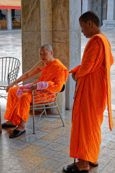 Monks at Wat Benchamobophit