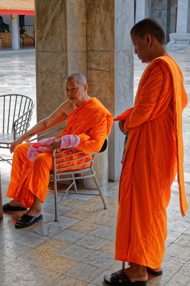 Monks at Wat Benchamobophit