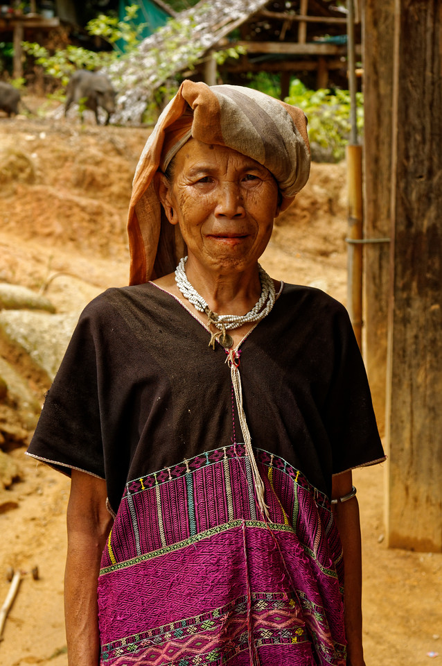 Karen woman in the village of Ban Kariang, Mae Sa Kua, in the northern province of Mae Hong Son