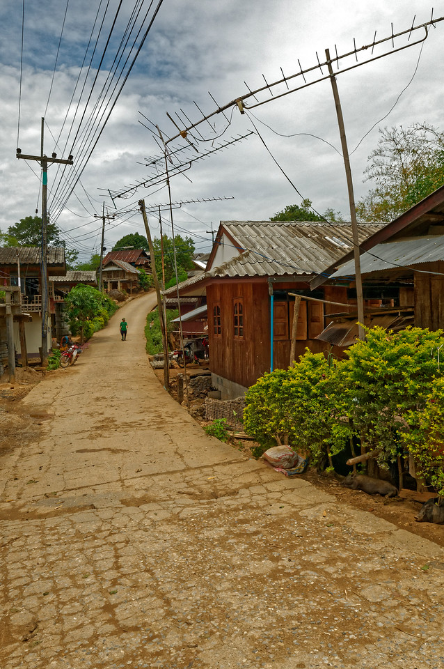 Main street in the Lawa hill tribe village of Ban La Up, Mae Hong Son Province, northern Thailand