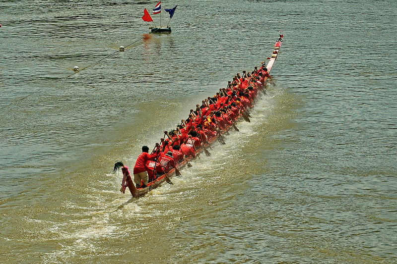 Most of the races take place around the end of the rainy season, in September or October, when river levels are at their peaks.