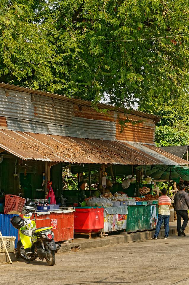 Street food and soft drinks stand, Sisaket