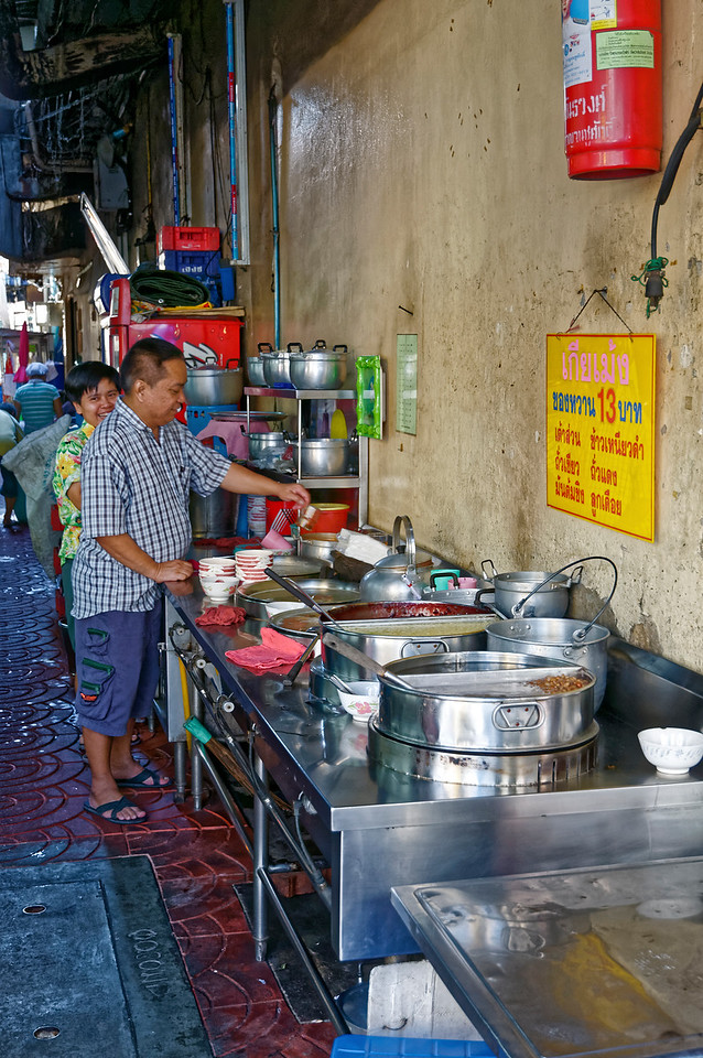 Outdoor kitchen in an alleyway