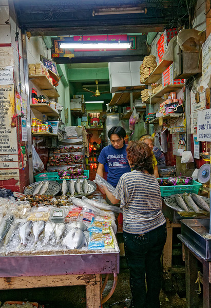 Fresh fish, crabs, and other seafood