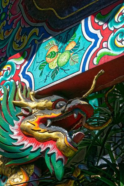 Guardian dragon at the entrance to Wat Mangkon Kamalawat