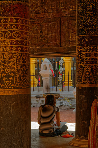 Student sketching at Wat Prathat Lampang Luang, in Lampang, south of Chiang Mai