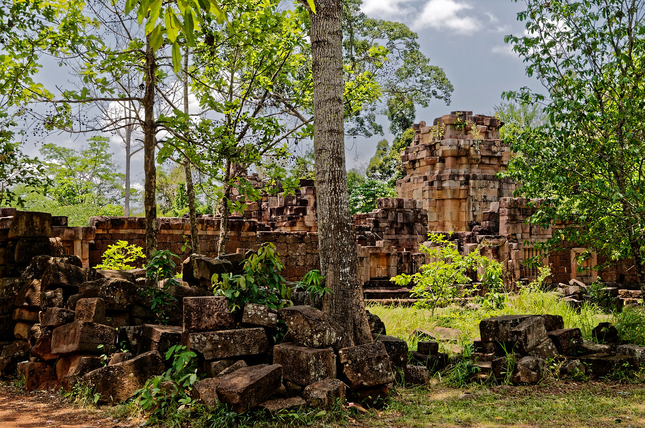 Predating its two neighboring sites, Prasat Ta Muean Thom was built in the late 11th century, sited near a major pass over the Dongrek Mountains, which today separate Thailand from Cambodia.