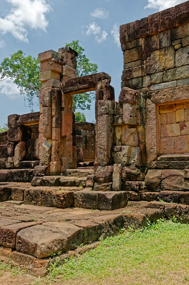 Most of the roofs and some of the walls have fallen, lost to time or vandalism, as Ta Muean Thom was occupied by the Khmer Rouge during the Cambodian civil war in the 1980s. None of its carved pediments or lintels remain, having been plundered by the Khmer Rouge and rapacious dealers.