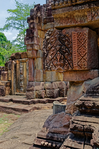 The surviving architectural carvings at Prasat Ta Muean Thom are a testament to the skillful accomplishment of the Khmer artisans who practiced their craft a thousand years ago.