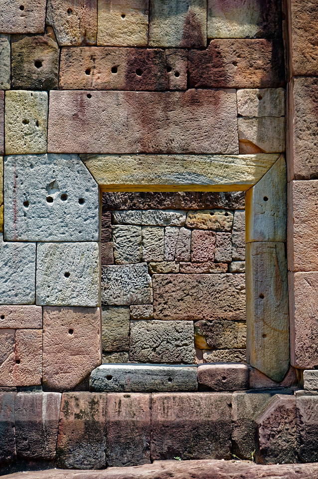 Much of the masonry work at Ta Muean Thom is a small wonder of intricately cut and carefully fitted stones.