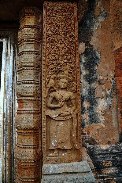 The style is Cambodian, including the anatomically-challenging sideways positioning of the feet. In fact, such <i>apsarases</i> appear in profusion at Angkor Wat and other Cambodian temples of the period, but Sikhoraphum is one of only two where they are found in Thailand.