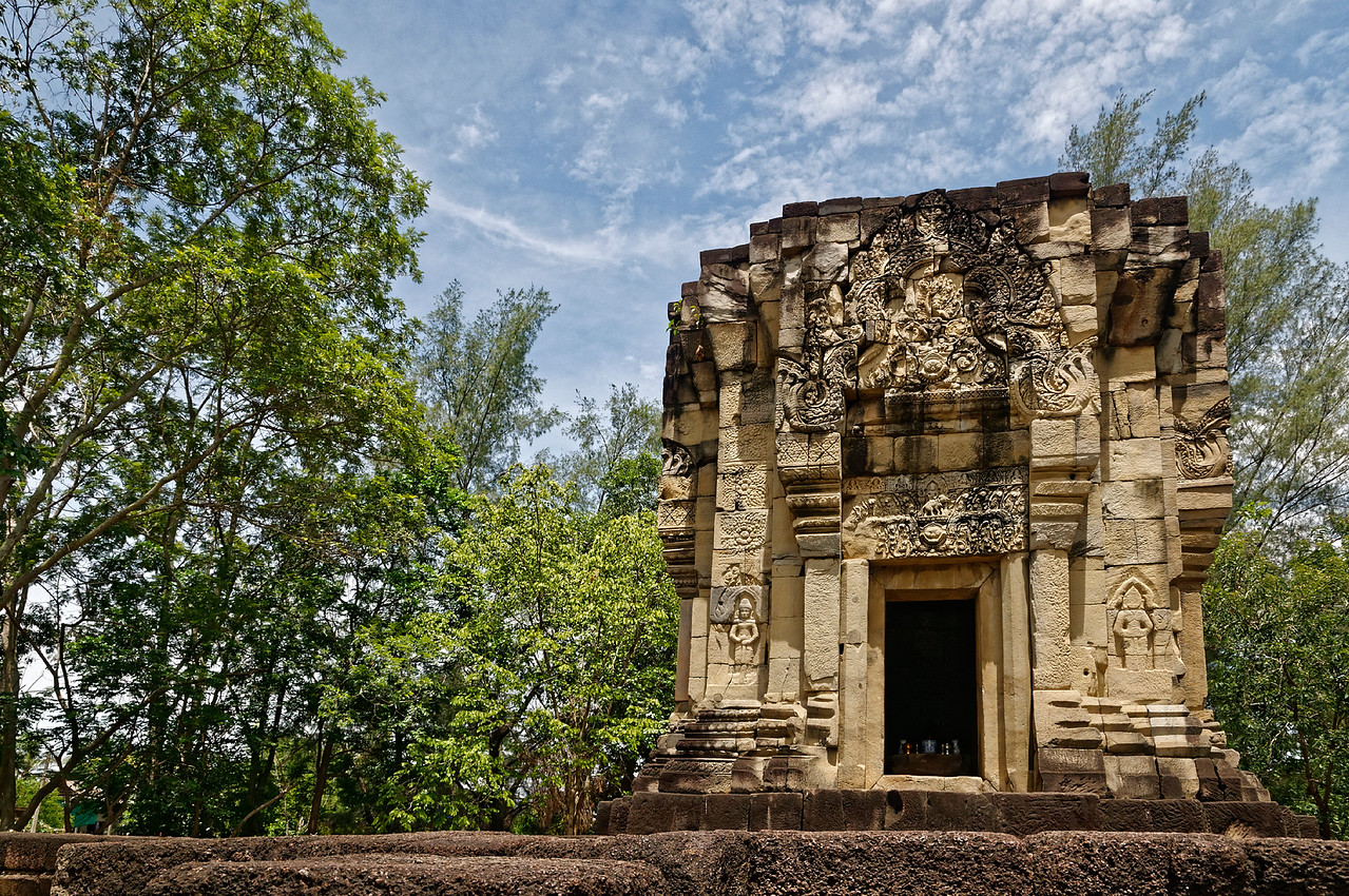 Prasat Ban Phluang consists of a single sandstone tower on a laterite platform, probably dating from the late 11th century. If the tower had a superstructure, there was no evidence of one at the time of its restoration, in 1972. The T-shaped laterite platform on which it sits is wide enough to have accommodated an additional tower to either side of the existing one; but, again, there is no evidence to indicate this may have been the case or the plan.