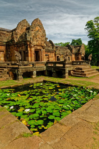 View of the eastern gallery surrounding the central sanctuary and one of the four lotus-filled ponds of the main terrace