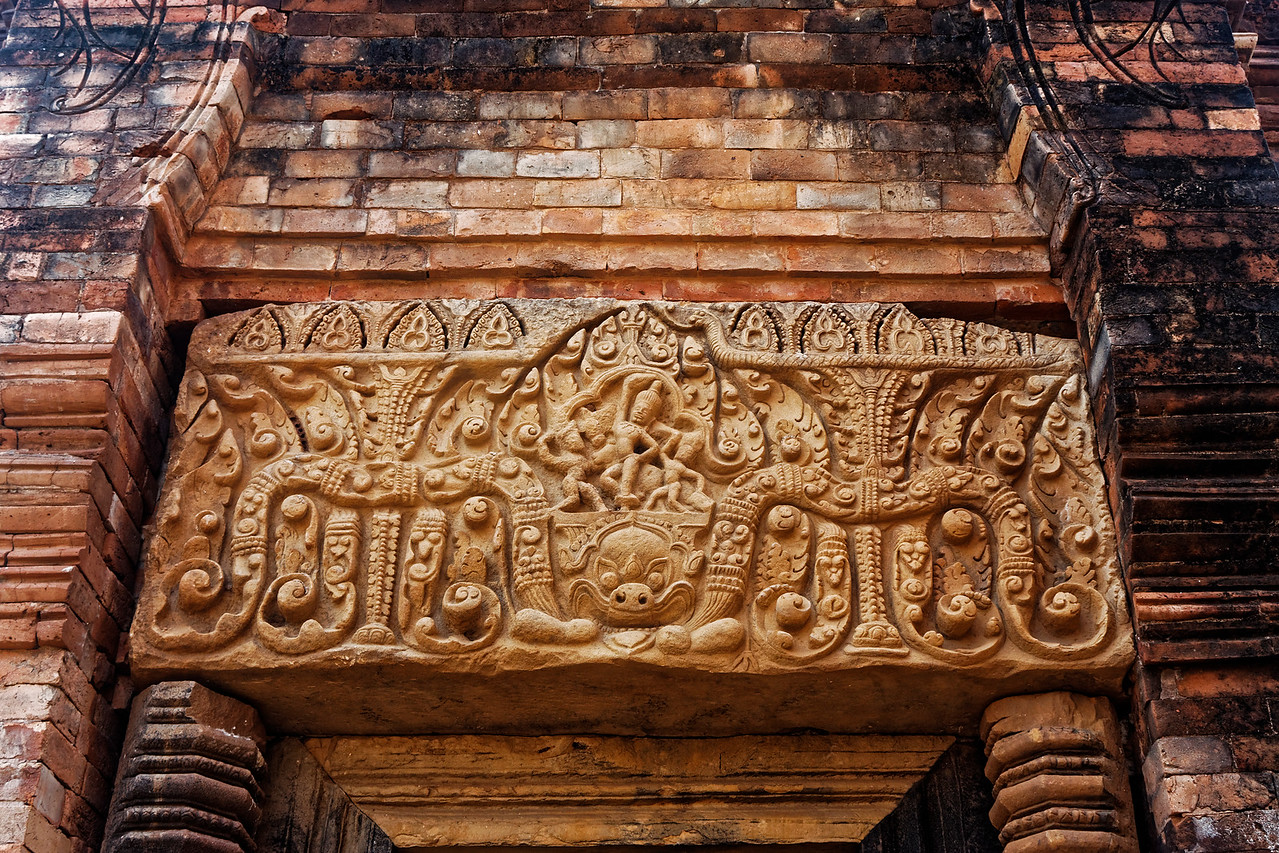 The lintel over the door of the north tower in the back row of the central sanctuary depicted Krishna, earthly avatar of Vishnu, lifting Mount Govardhana to protect cowherds and their cattle from a rainstorm visited upon them by a wrathful Indra.