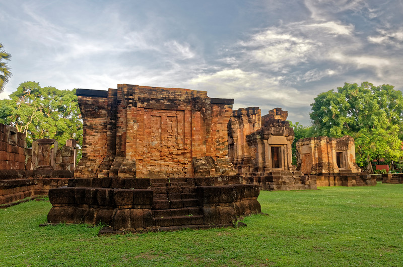 View from inside the gallery. The structure in the left foreground is one of two 'library' structures, so called because they may possibly have been used to store manuscripts, though their actual purpose is unknown. Just to the right of that structure in the photo is the principal tower or <i>prasat.</i>