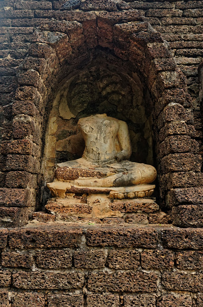 The remains of a seated Buddha in one of the niches at Wat Chang Lom