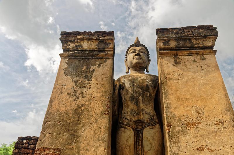 Large standing Buddha in <i>abhaya mudra</i> at Wat Phra Sri Rattana Mahathat Chaliang