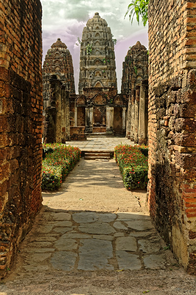 The entry to Wat Si Sawai