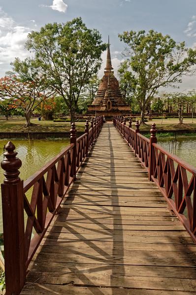 The bridge to Wat Sa Si