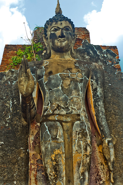 The giant standing Buddha at Wat Saphan Hin