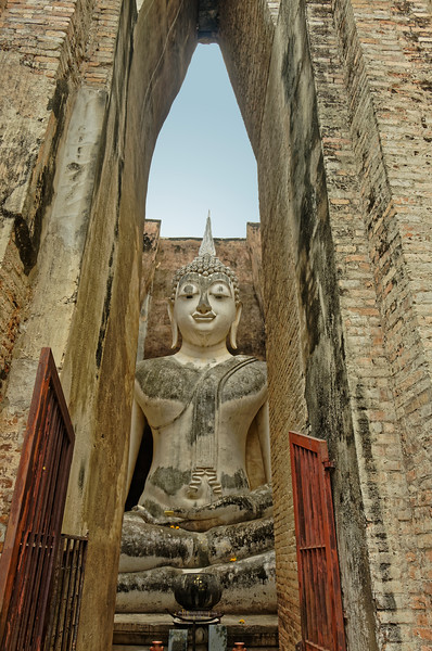 The Buddha at Wat Si Chum as one approaches its enclosure