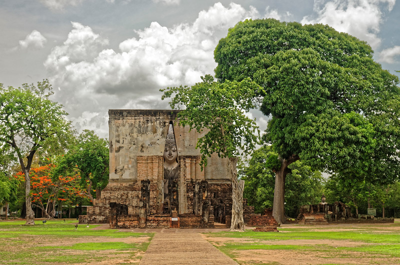 Wat Si Chum, lying to the northwest of Sukhothai's ancient walled central section, is the site of a 50-foot-high open <i>mondop</i> that encloses an enormous Buddha Subduing Mara, dating from the late 13th century.
