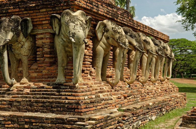 The elephants surrounding the base of the main stupa at Wat Sorasak are a feature borrowed from stupas on Sri Lanka.