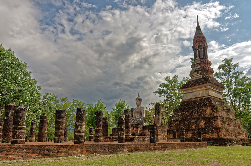 The ruins of Wat Traphang Ngoen's assembly hall and main <i>chedi</i>