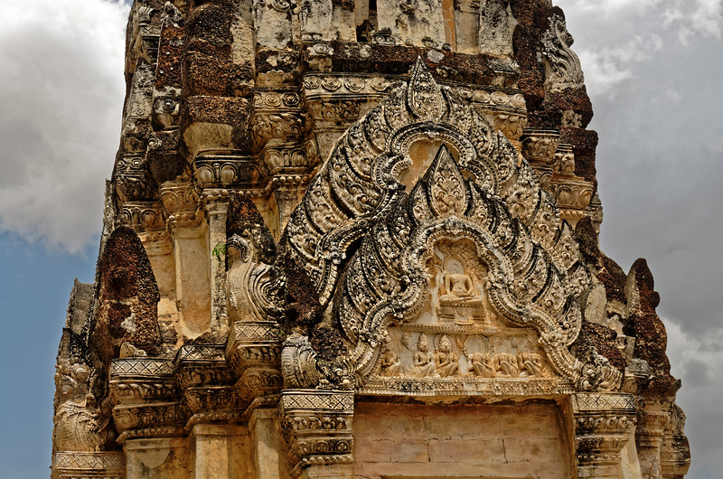 Decorations carved in stucco that adorn the only tower still standing at Wat Phra Phai Luang demonstrate an extremely high level of skill.