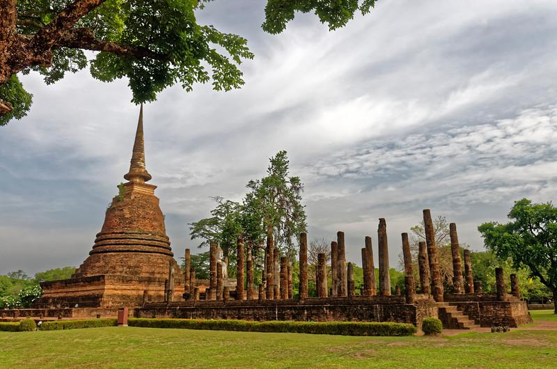 The ruins of the assembly hall and the principal <i>chedi</i> or stupa at Wat Sa Si