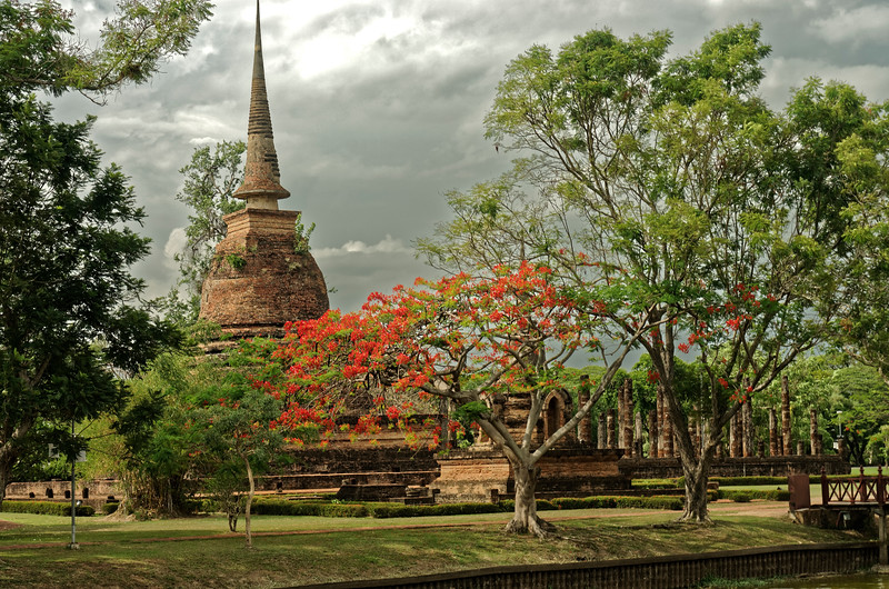 Nearby is Wat Sa Si, also situated on an island surrounded by an artificial lake.