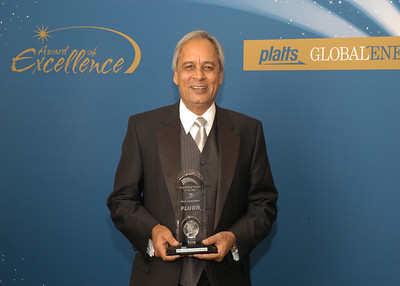 Pervaiz Chowdhry, Vice President, Project Director for Fluor Enterprises accepts the 2010 Engineering Project of the Year award.