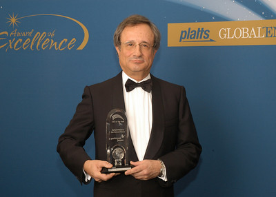Rafael Villaseca, CEO of Gas Natural Fenosa, accepts the 2010 award for CEO of the Year.