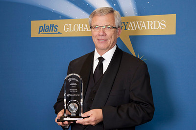 Richard Kelly, Former CEO of Xcel Energy, accepts the 2011 Lifetime Achievement Award.