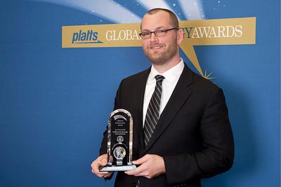 Kurt Shickman, on behalf of Art Rosenfelt, Commissioner of The California Energy Commission, accepts the 2011 Lifetime Achievement Award.
