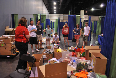 Some of the camp team members start getting their briefing to build the camps of Global Finals!